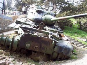 Kıbrıs'ta Dağdaki Tank